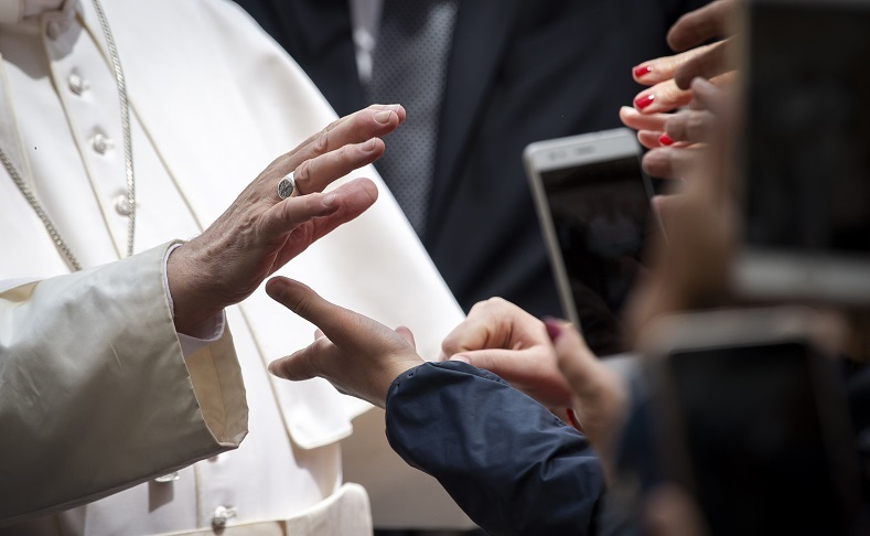 """Voor paus Franciscus is """"abortus geen primair religieuze aangelegenheid"""""""