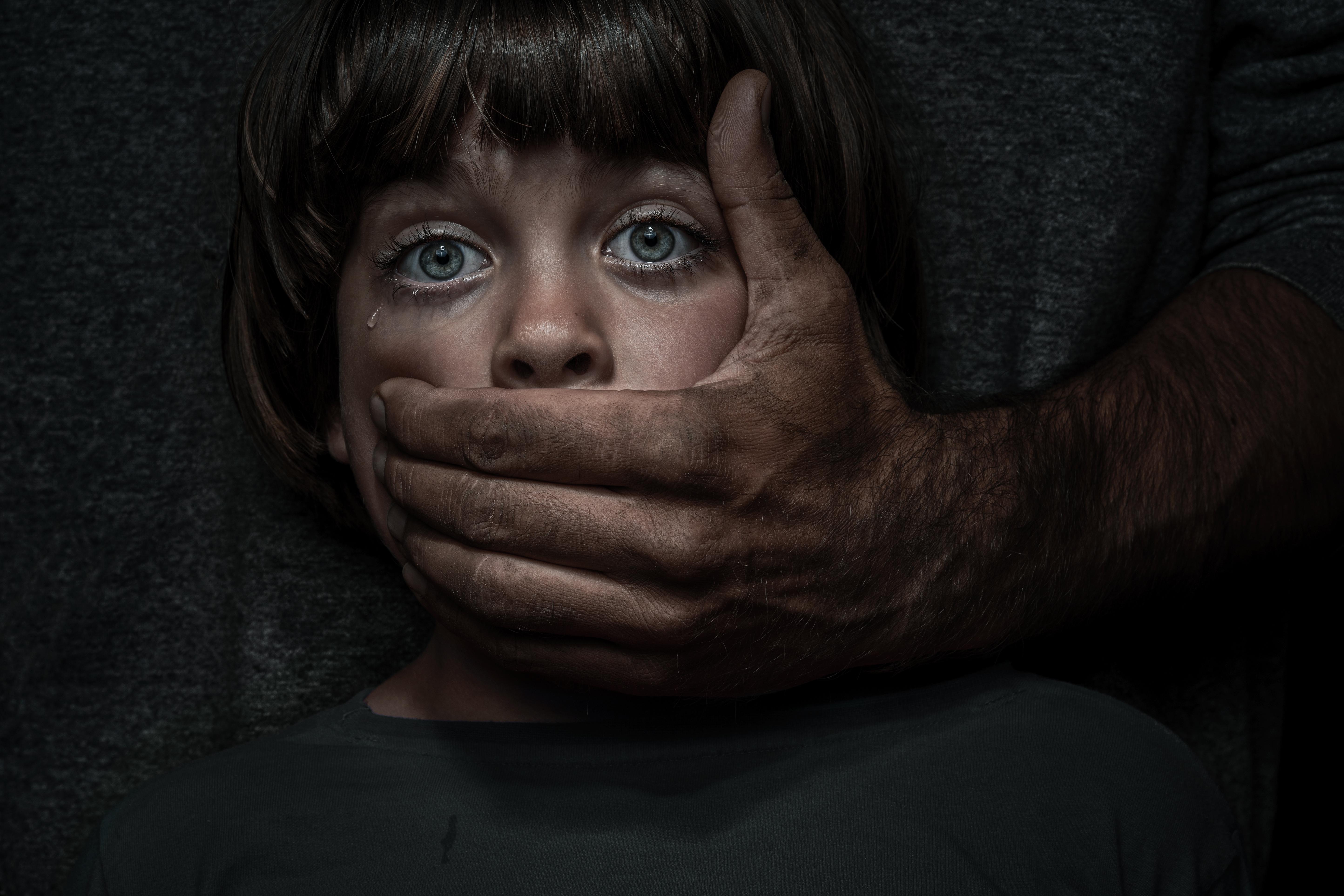 Duits kinderpornonetwerk met 400.000 leden opgerold: pedofilie neemt gestaag toe