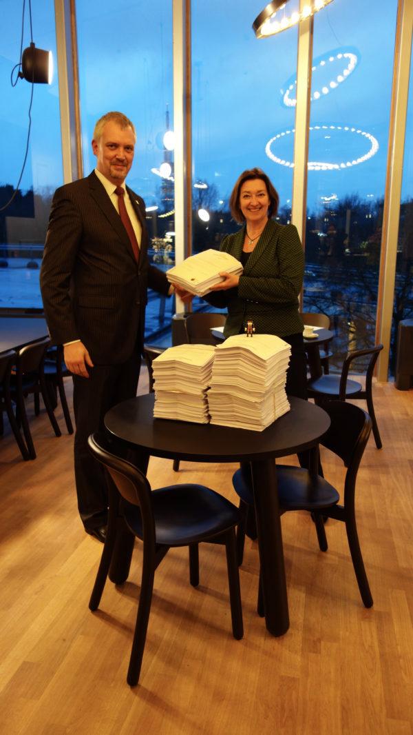 Petitie over Sinterklaasjournaal aangeboden aan de NTR