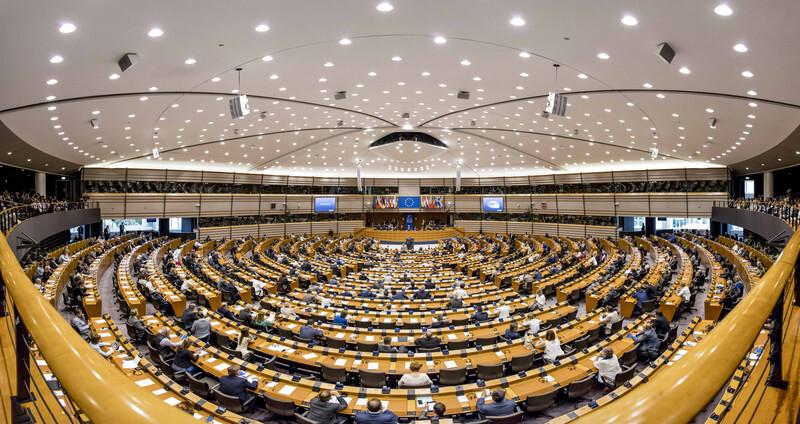 Europees Parlement dreigt 'alle hindernissen' voor abortus op te heffen