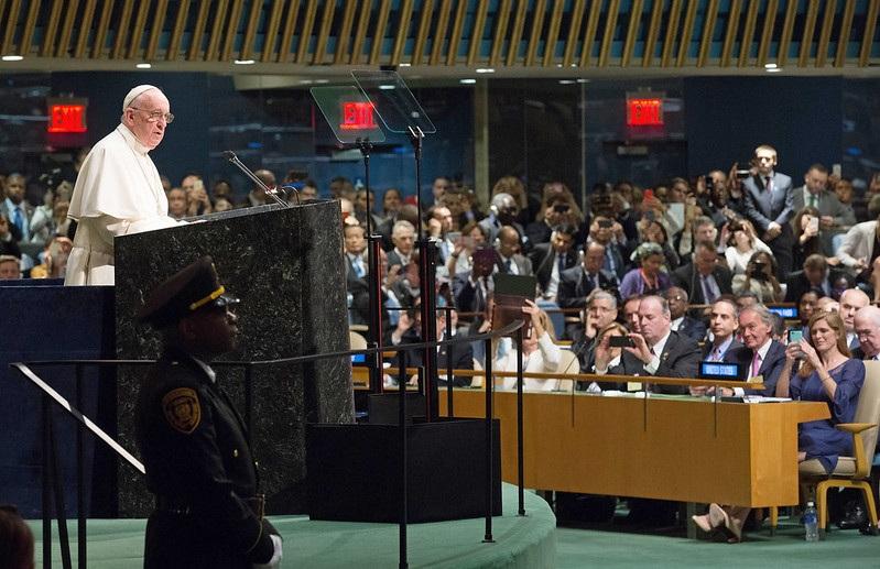 De coronacoup (8) Naar een wereldregering met steun van paus Franciscus