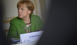 Angela Merkel vindt dat 'we' teveel hebben 'weggekeken'