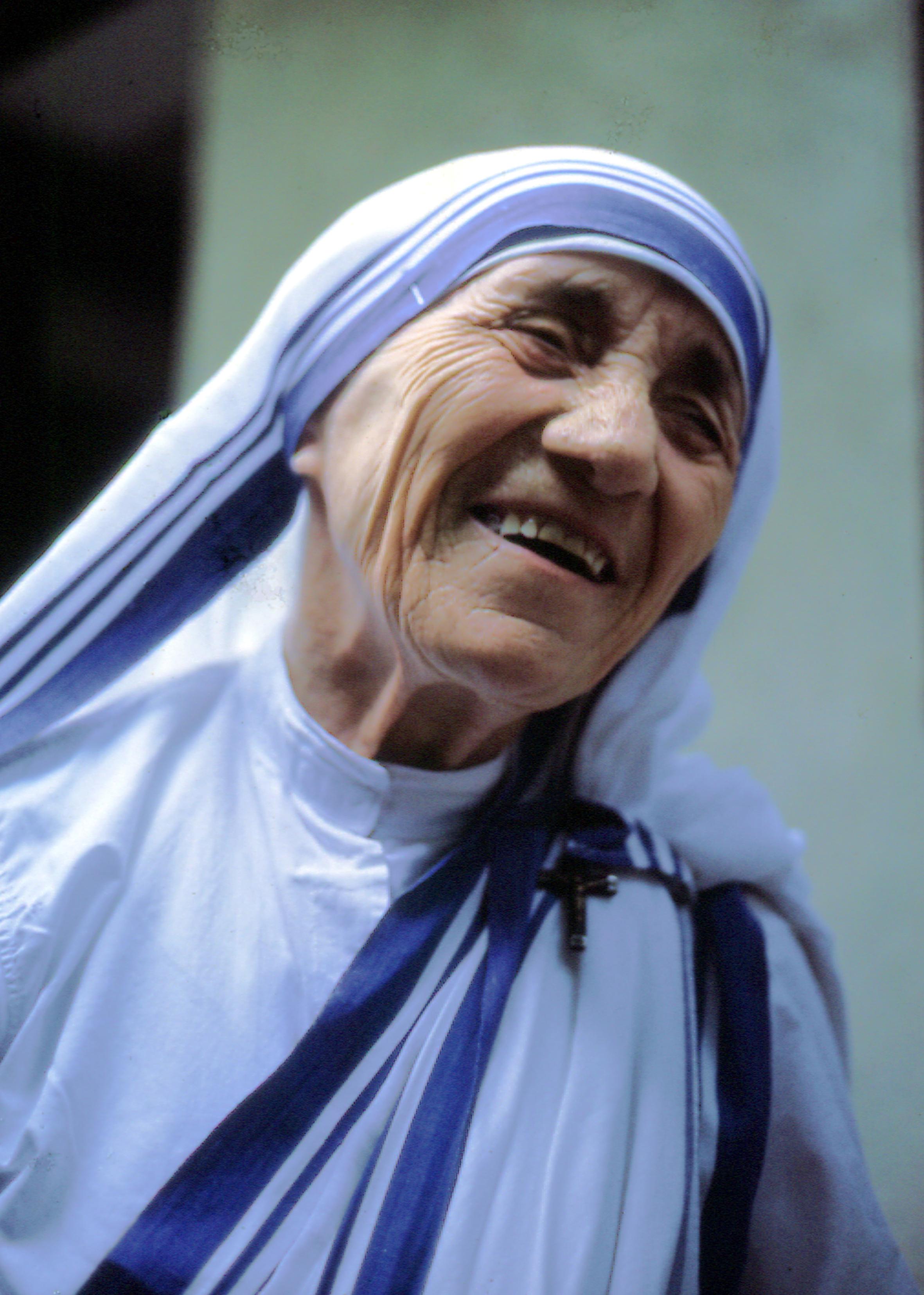 Moeder Teresa heilig verklaard: 'Abortus grootste vernietiger van liefde en vrede'