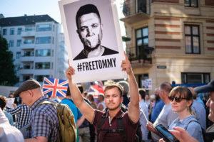 De zaak Tommy Robinson: 'Bescherm de kinderen'