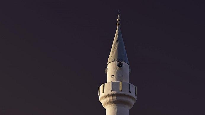 Burgemeesters, stop het schetteren van de moskeeën!