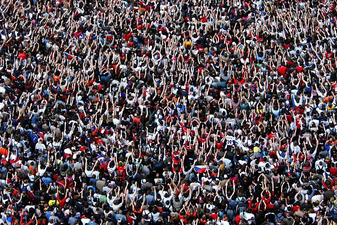 Adobe Stock mensenmassa scaled