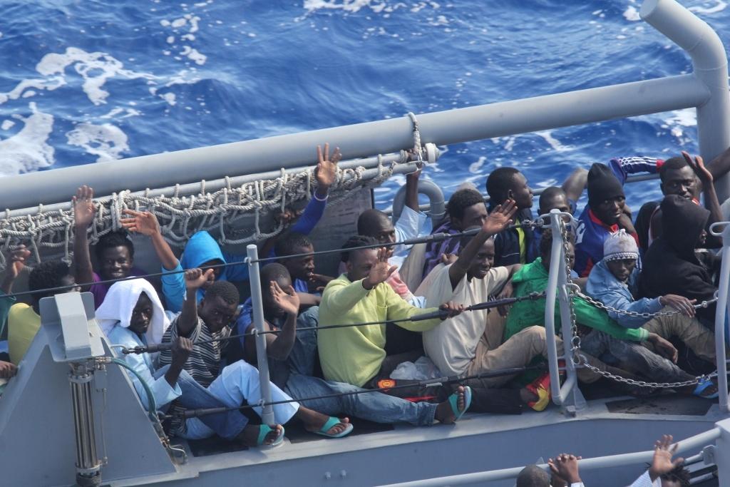 Hulporganisaties stimuleren immigratie, halen Afrikanen op bij Libië