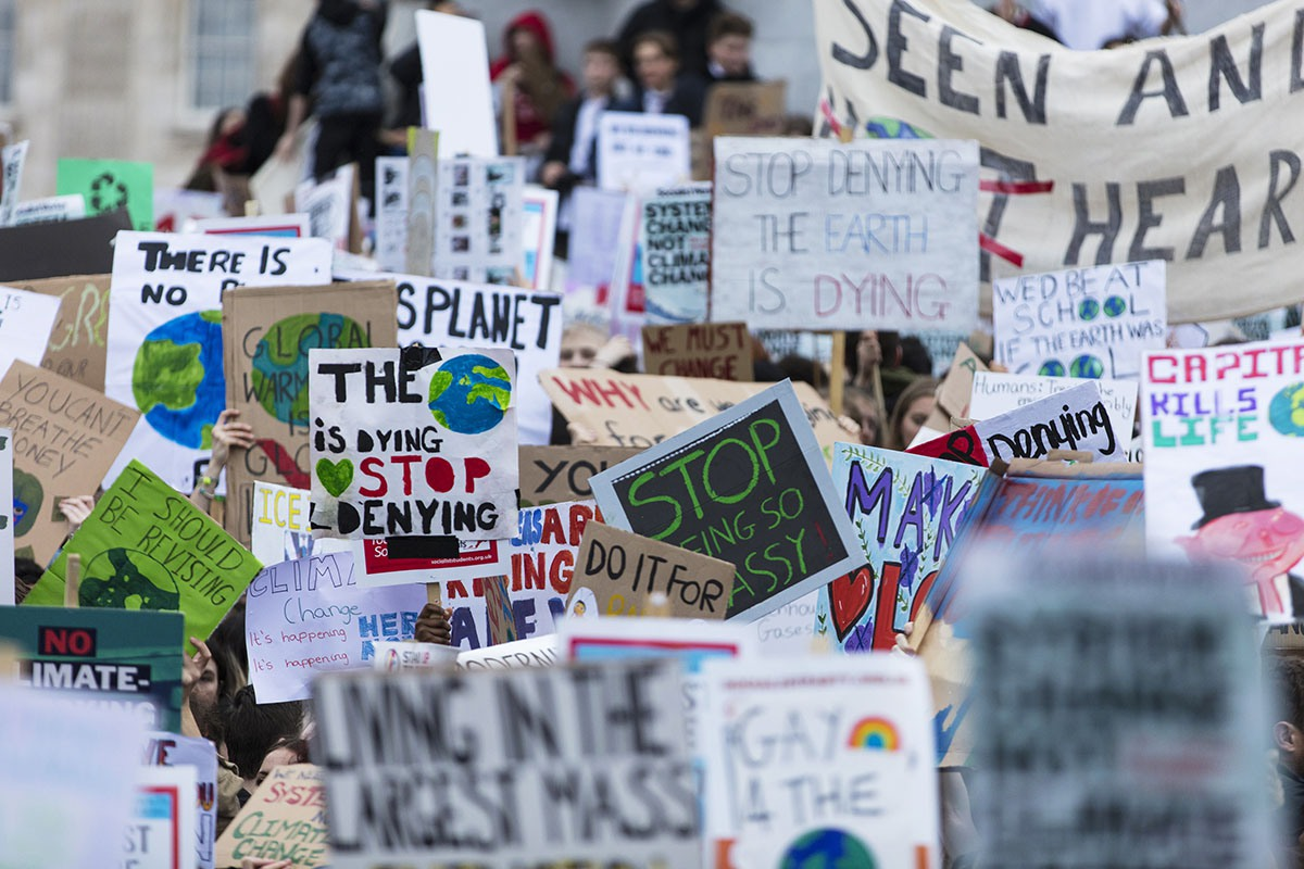 Klimaatspijbelen: radicale groeperingen spannen schoolkinderen voor hun karretje