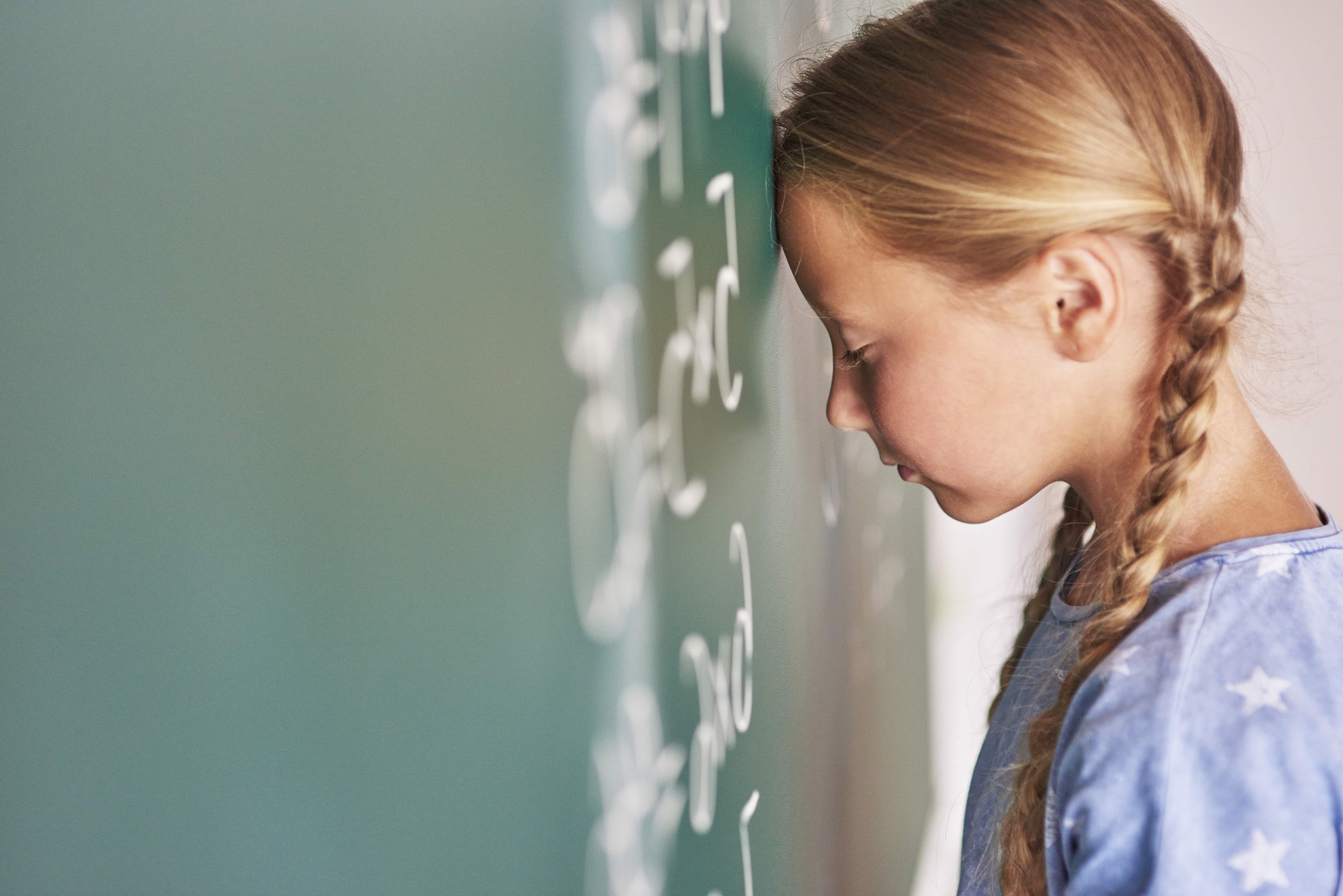 Ongepaste seksuele voorlichting op Engelse scholen gestaakt vanwege protest