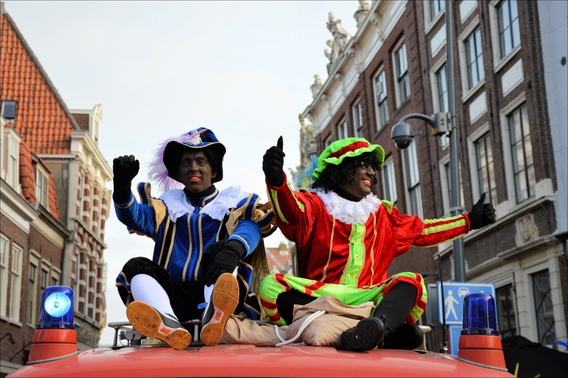 Zes verschrikkelijke dingen die Bol.com verkoopt terwijl Zwarte Piet verbannen wordt