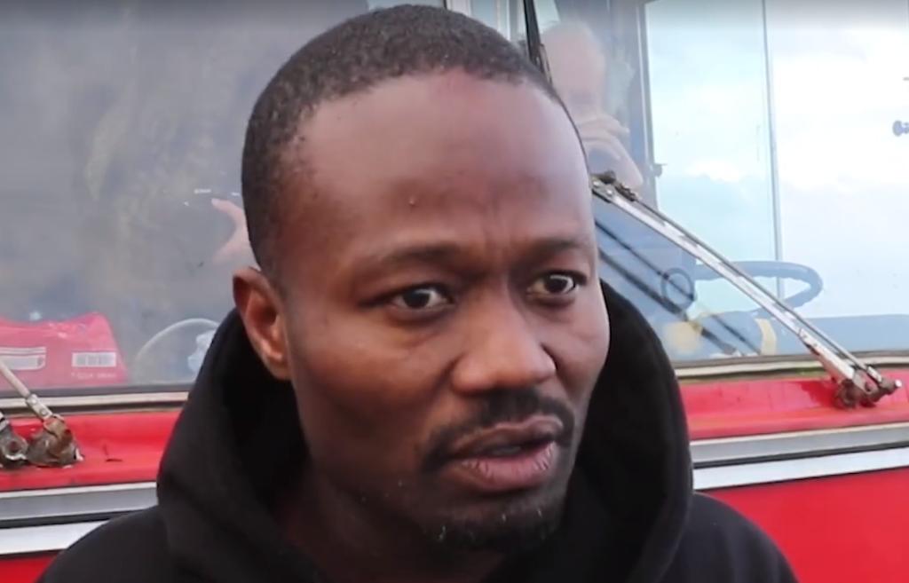 """Jerry Afriyie doet inval bij boekenbal voor """"racisten"""". En wat doet de organisatie...?"""