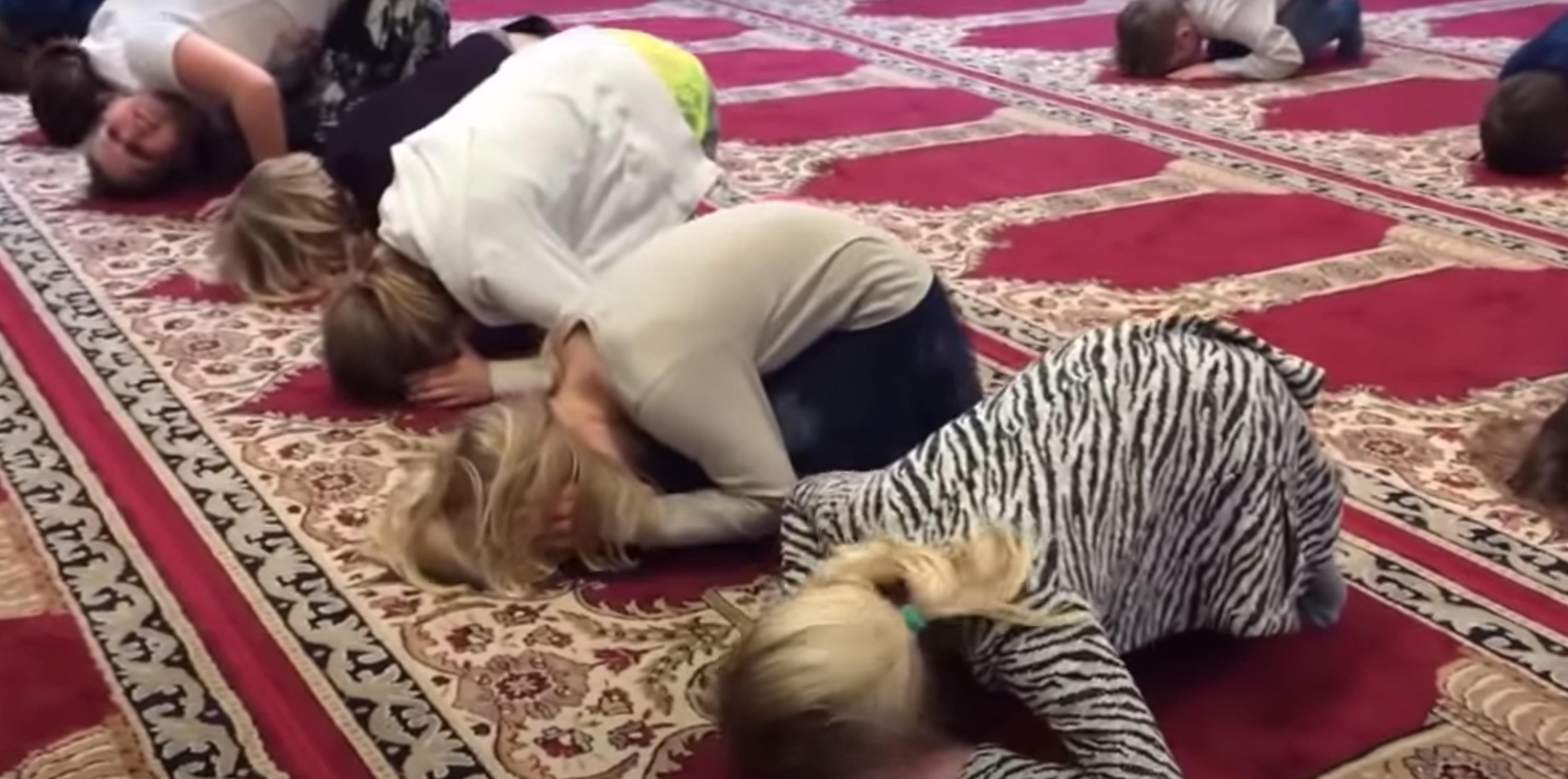 """Buitenlandse media over moskeerapport: """"Zijn deze beelden waar, of waren het montages?"""""""
