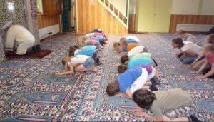 Burgemeester wil moskeebezoek voor scholen verplicht maken