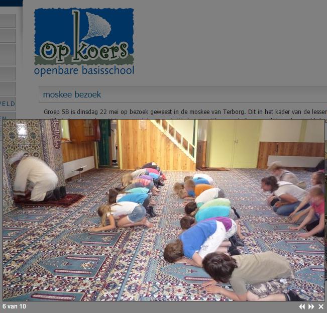 """""""Minaretten zijn onze bajonetten"""": Nederlandse kinderen knielen in Erdogan-moskee"""