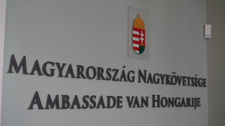 Hongaars ambassadeur neemt steunverklaring in ontvangst