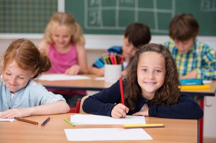 Klein meisje klas leerlingen