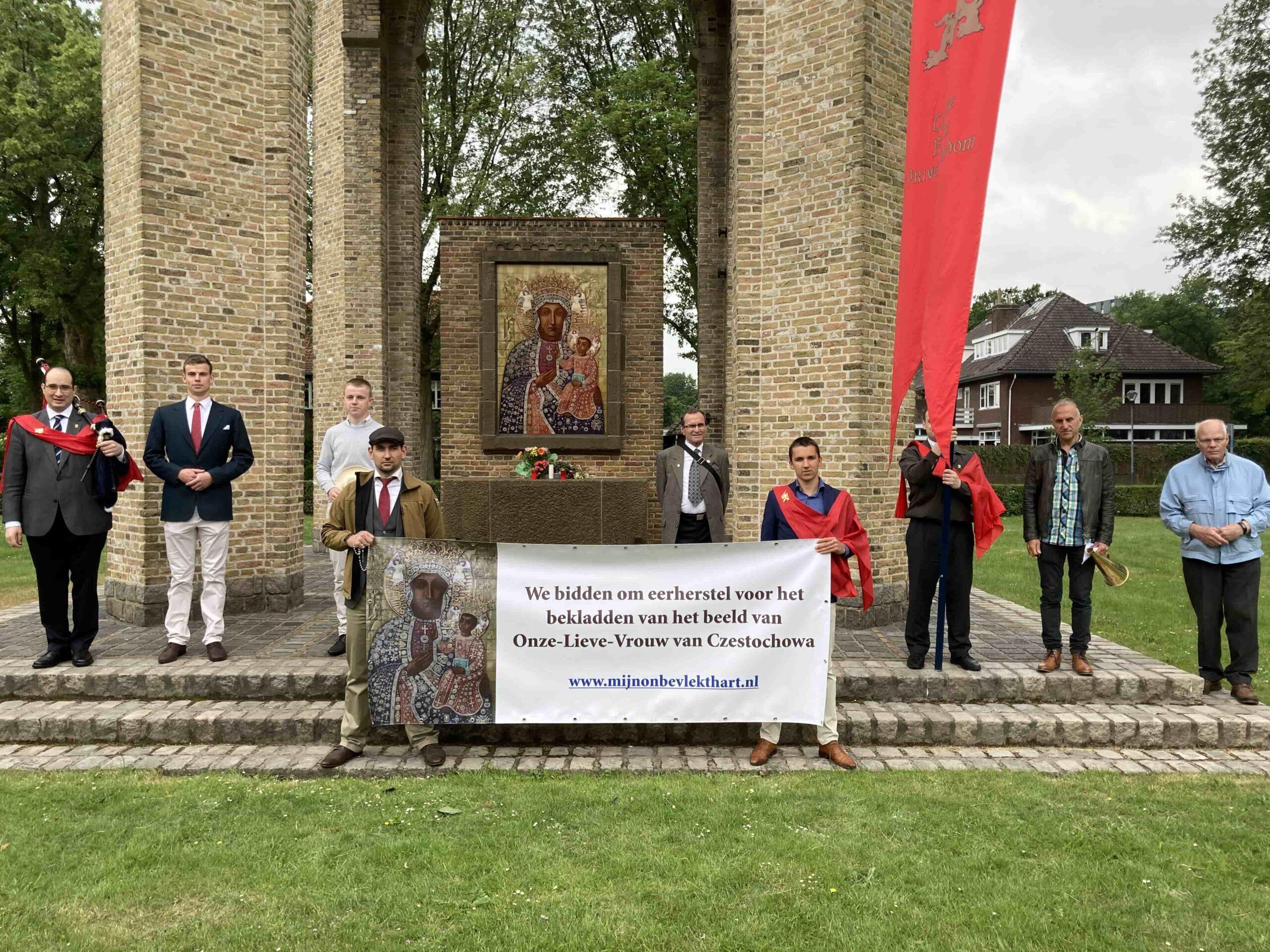 Rozenkrans voor eerherstel bij Poolse Mariakapel