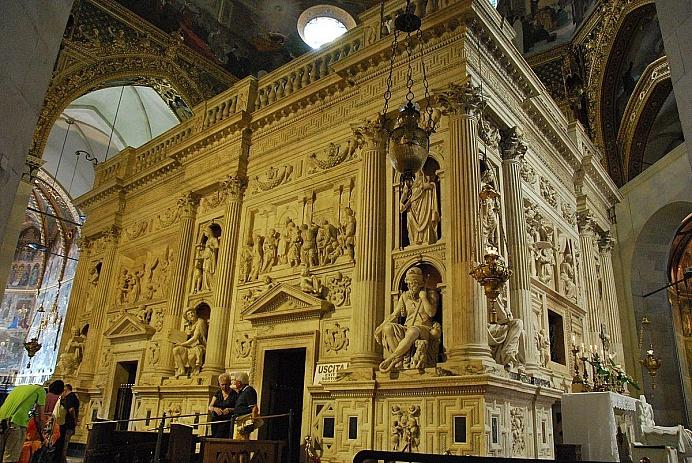 1200px Santuario della Santa Casa in Loreto Casa Santa