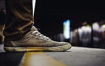 Waarom voorgeschurde spijkerbroeken en vuile gympen een oorzaak zijn van nood